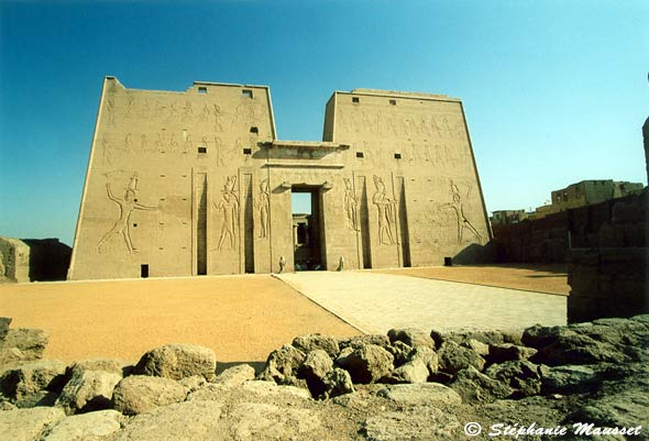 [Photo Edfu temple]