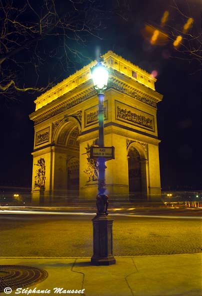 Night shot of the arc de triomphe
