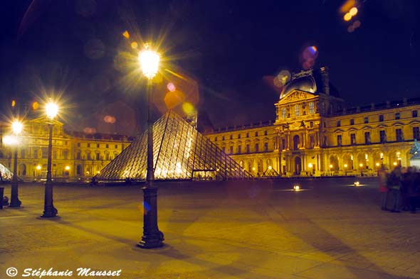 Night shot of the Louvre museum
